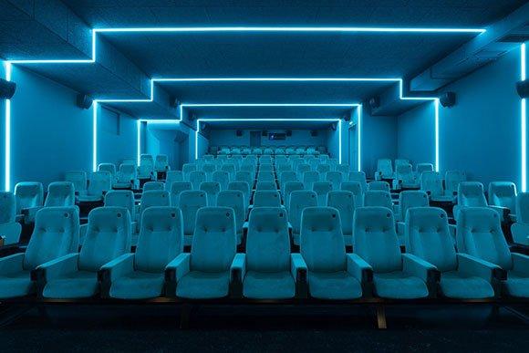 sinema salonu akustik düzenlemeleri