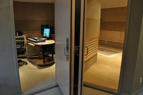 akustik ahşap stüdyo kapısı