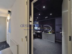 akustik stüdyo odası kapısı