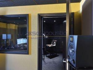 akustik stüdyo ses kayıt odası kapısı