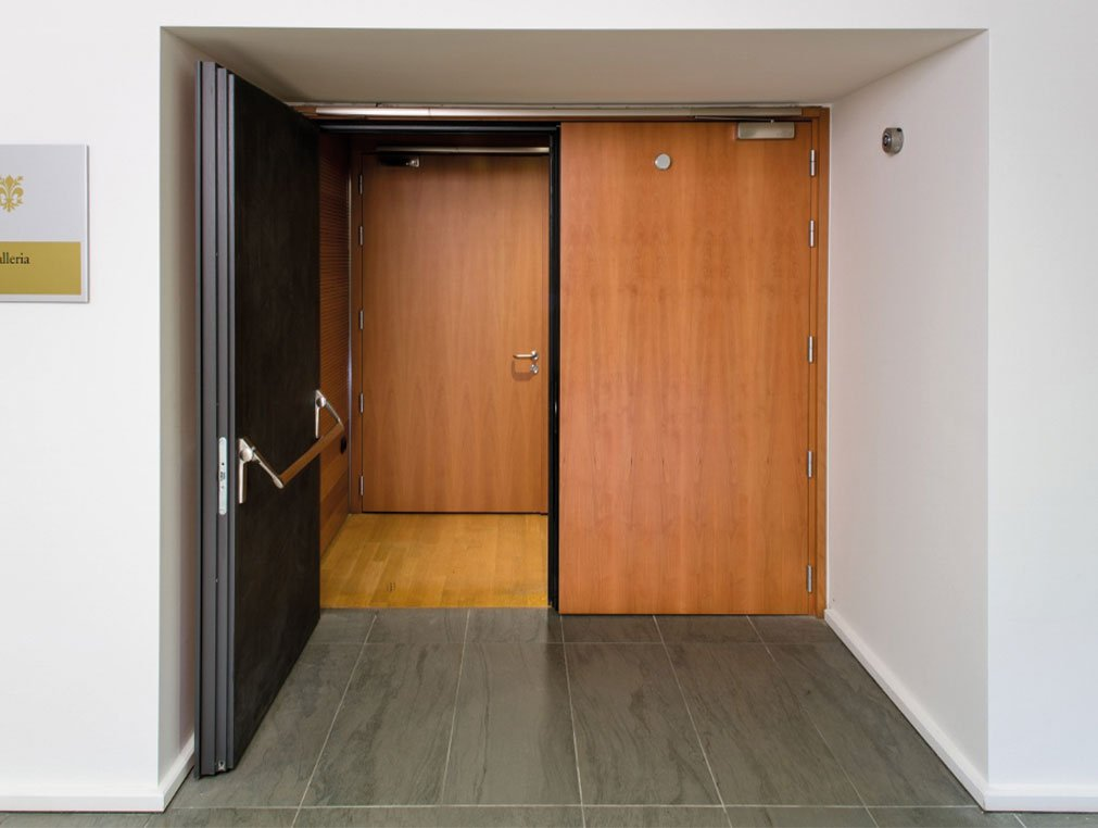 çift kanatlı ses yalıtımlı kapı